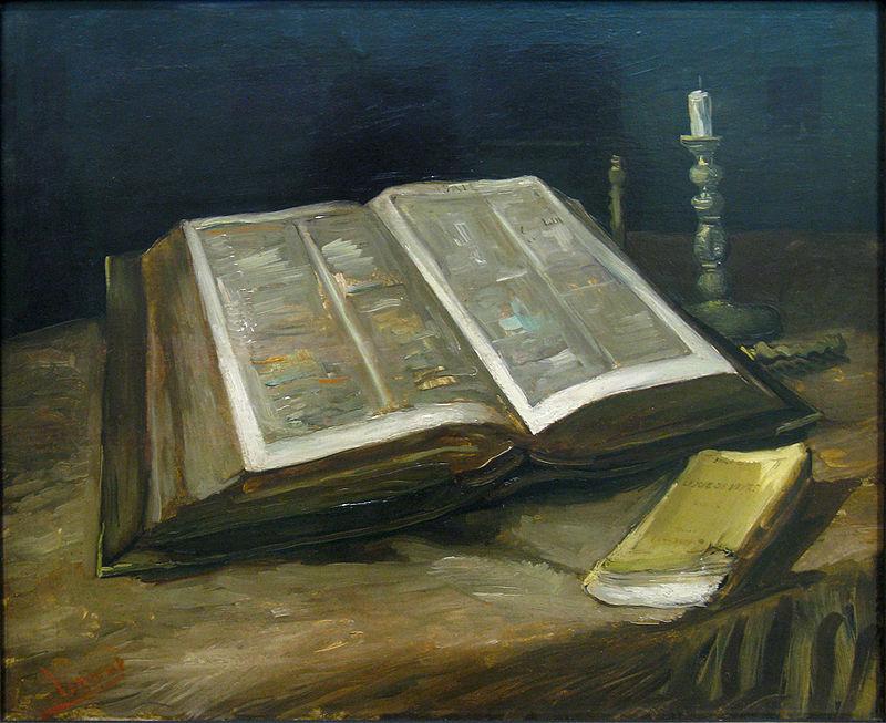開かれた聖書のある静物