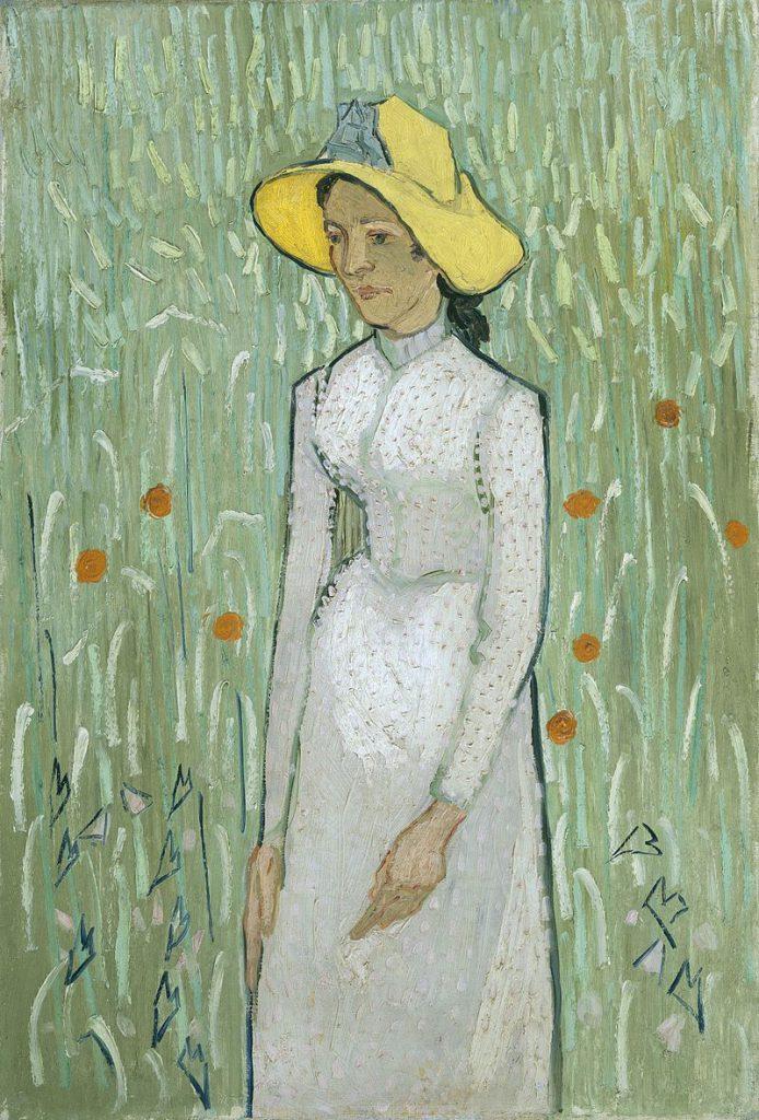 小麦を背景に立つ若い女性