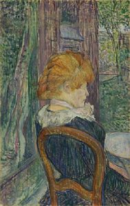 庭に座る女性