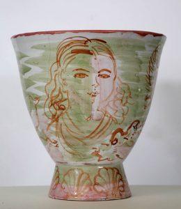 入浴者と白鳥の陶器