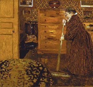 部屋を掃く婦人
