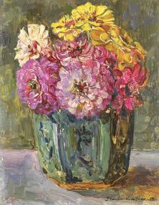 緑色の花瓶に入った百日草の静物画