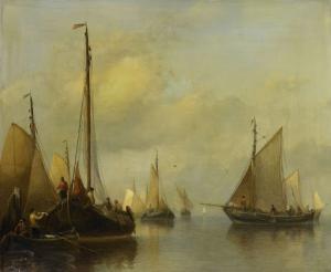 穏やかな水上の漁船