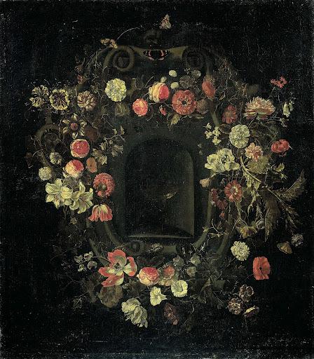 ニッチを囲んでいる花のリース
