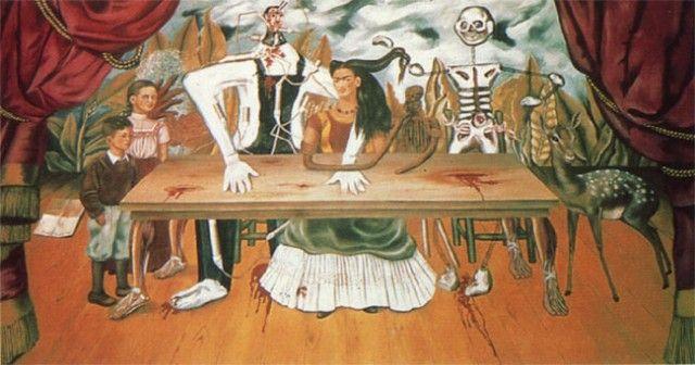 傷ついたテーブル